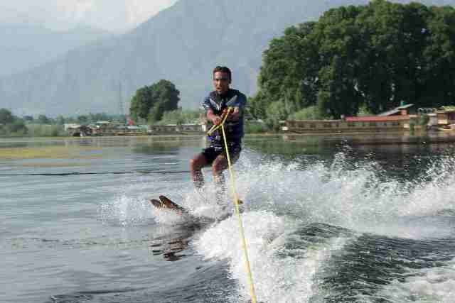 skiing, india, srinagar