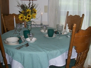 Beaver-Lake-Cabin-dining