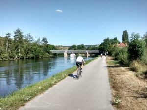 Chemin_de_halage_du_canal_du_nivernais