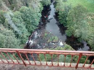 La rivière vue du viaduc de Pomtempeyrat.
