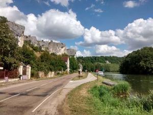 Un promontoire rocheux sur la vallée de l'Yonne