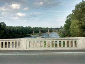 Passage sur la Loire et vue sur le viaduc de Gilly-sur-Loire de la ligne de Moulins à Mâcon