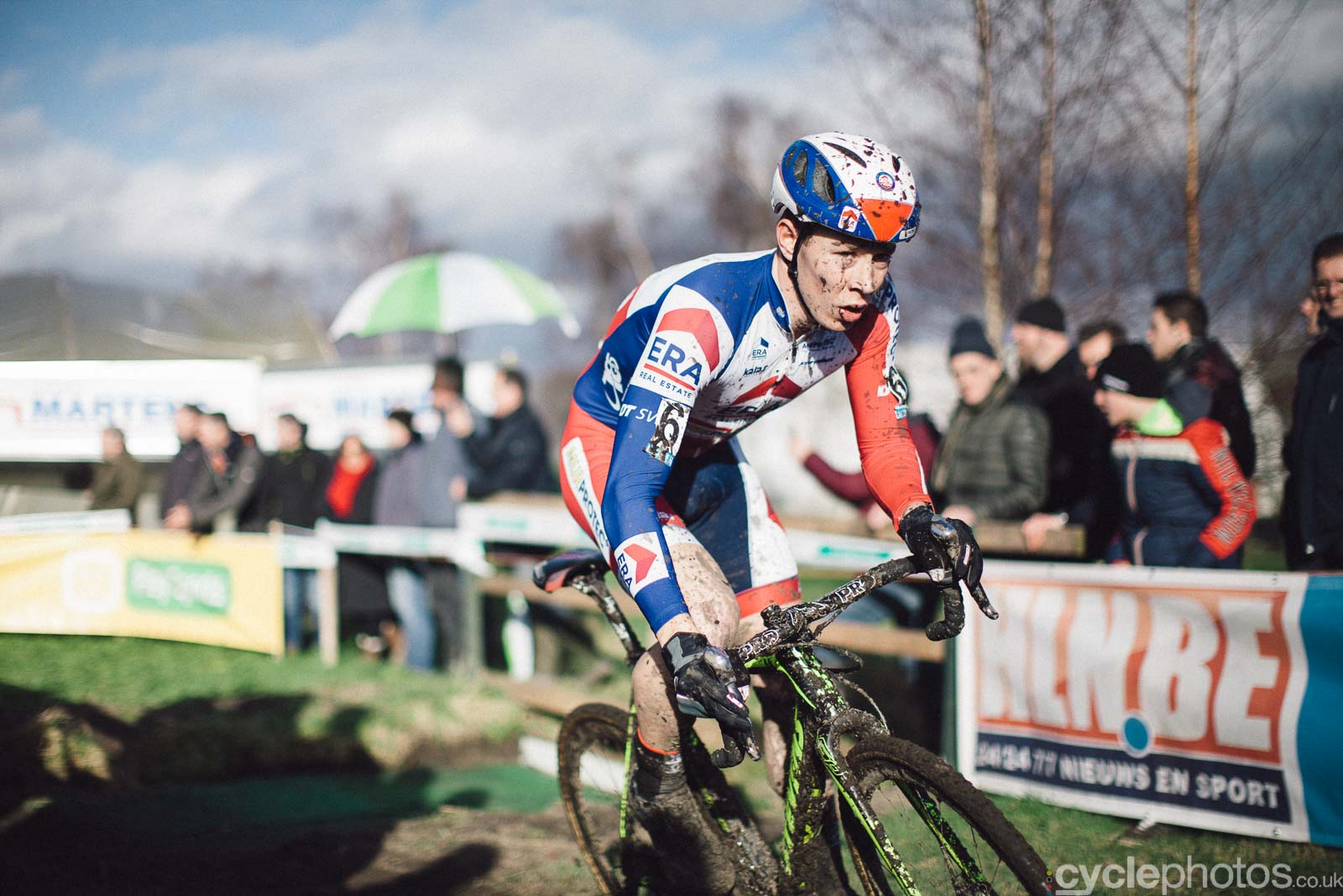 2016-cyclephotos-cyclocross-hoogstraten-151707-laurens-sweeck