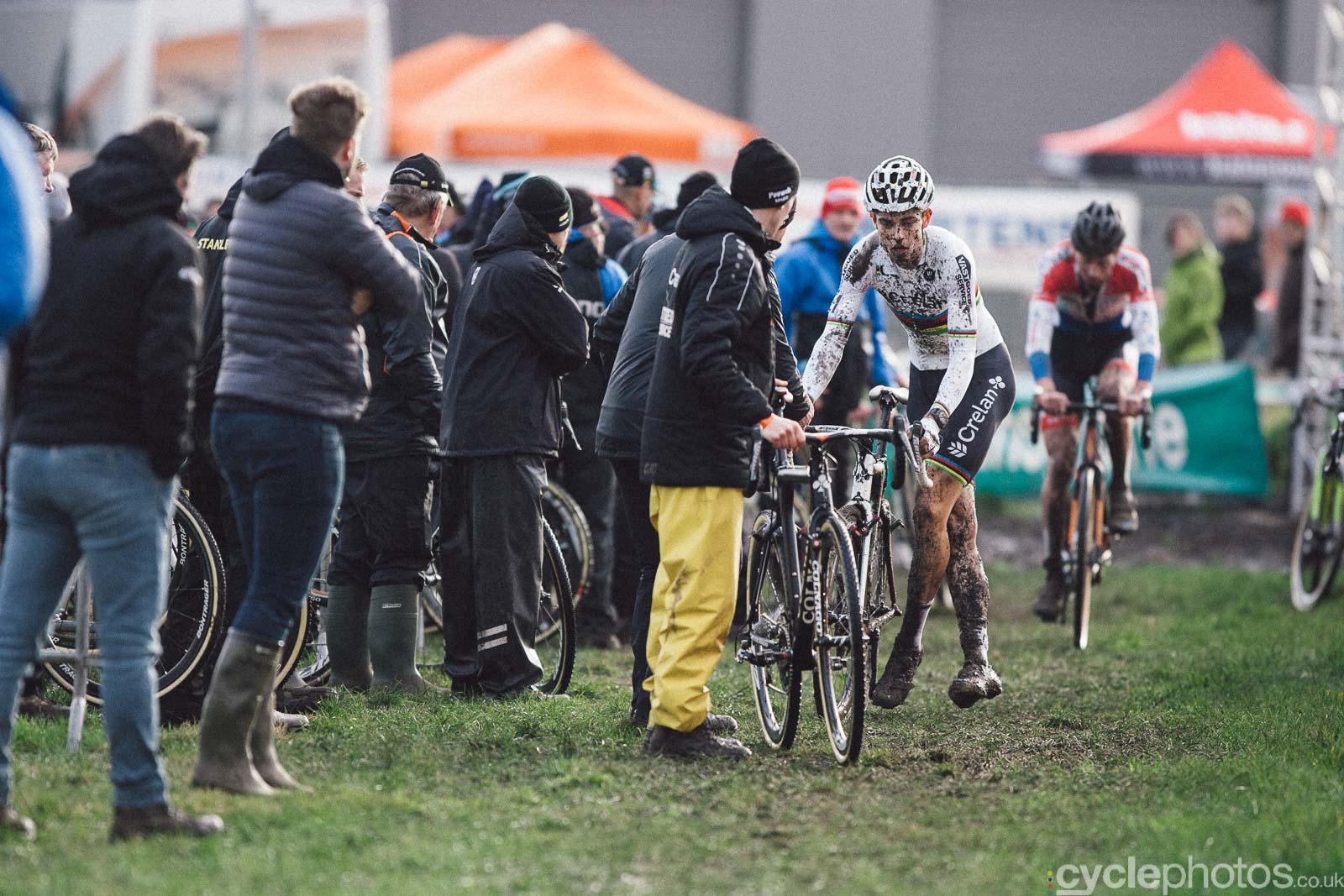 2016-cyclephotos-cyclocross-hoogstraten-153342-wout-van-aert