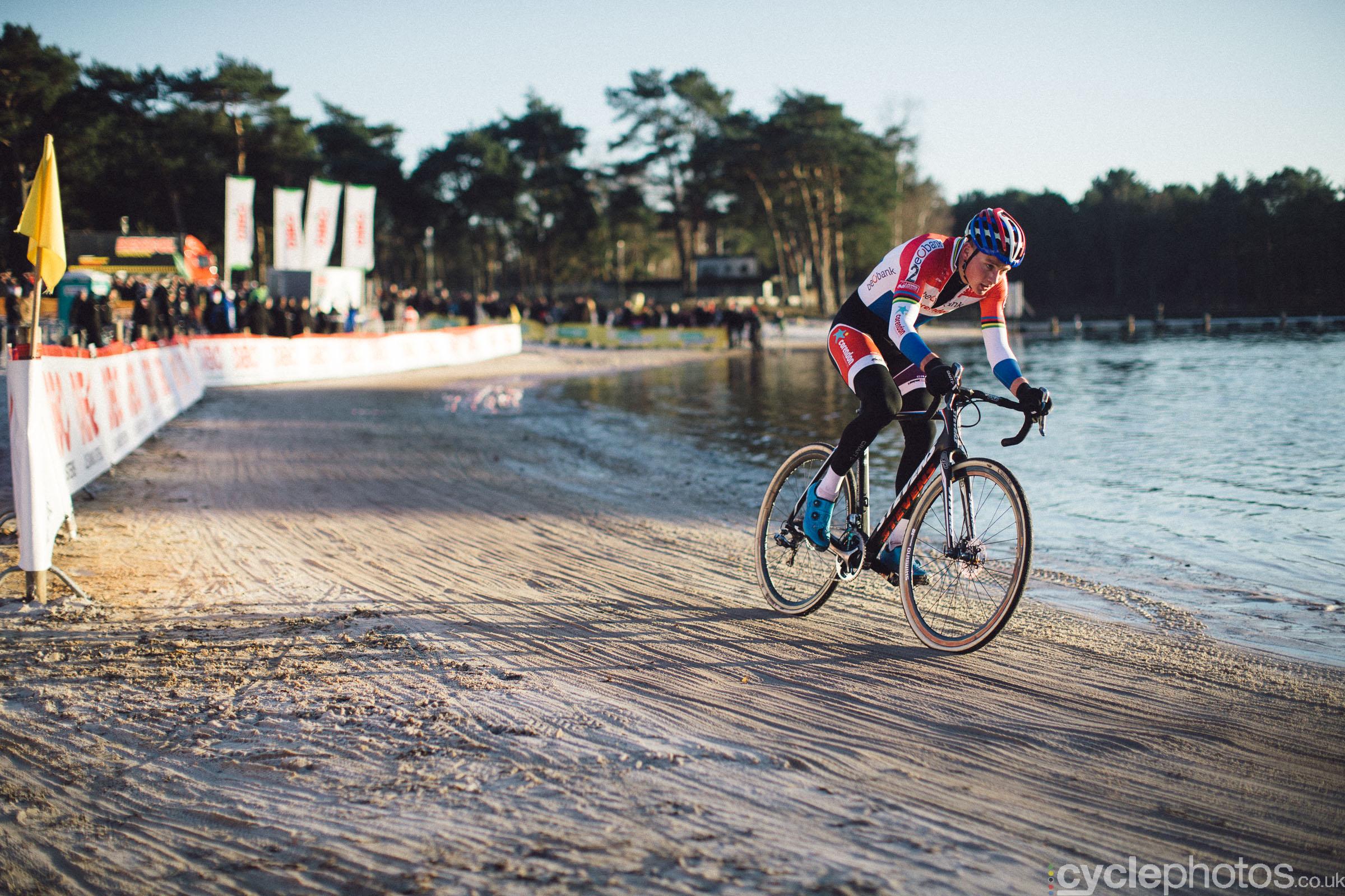 2016-cyclocross-zilvermeercross-mol-153557-mathieu-van-der-poel