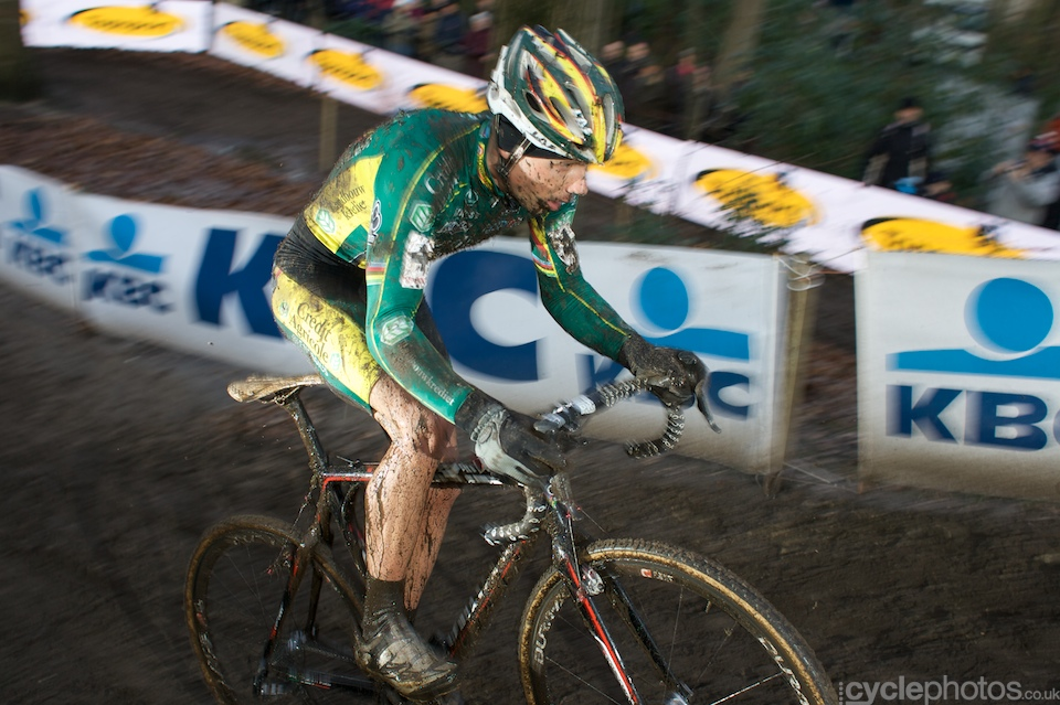 Sven Nys took the lead in the last third of the race and he seemed to have a solid lead but then a mechanical forced him to quit the race. As he admitted after the race, this is a technical sport, so mechanical failure is part of it, too.