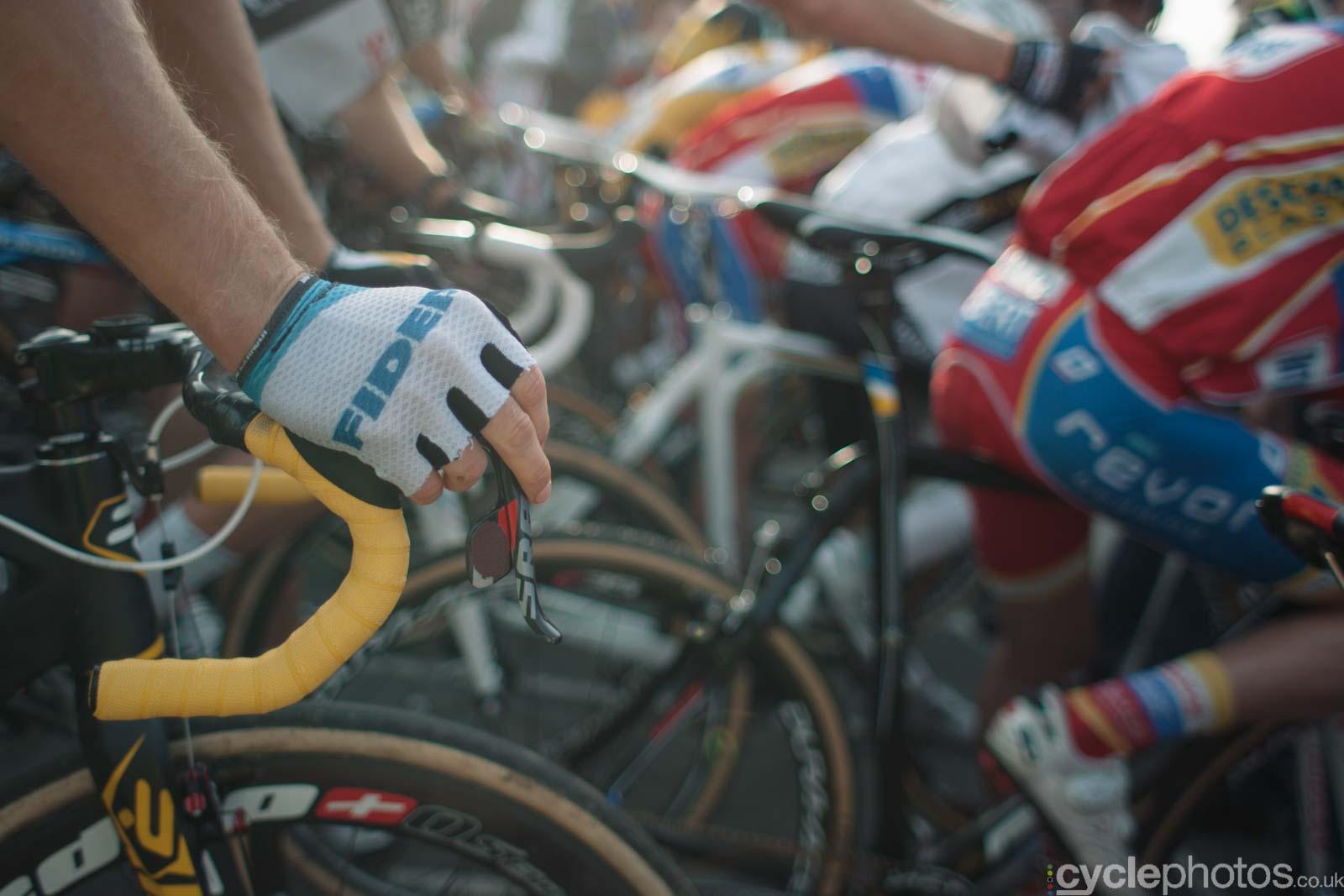 2012-cyclephotos-cyclocross-ruddervoorde-162231-bart-wellens