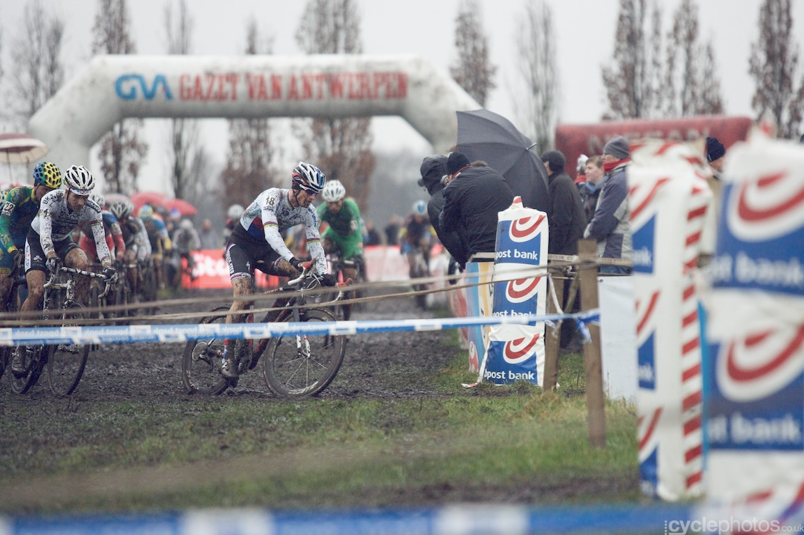 Zdenek Stybar is in the lead in the second lap of the fifth round of the Bpost Bank Trofee Azencross in Loenhout.