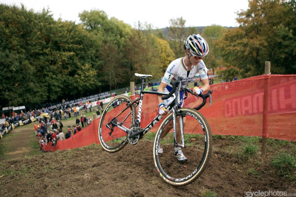 Marianne Vos runs on an ascent in the penultimate lap of the women's cyclocross World Cup race at Valkenburg