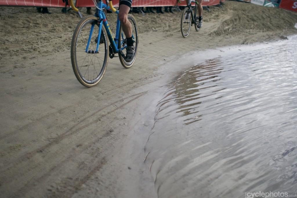 2013-cyclocross-superprestige-gieten-73-next-to-the-water