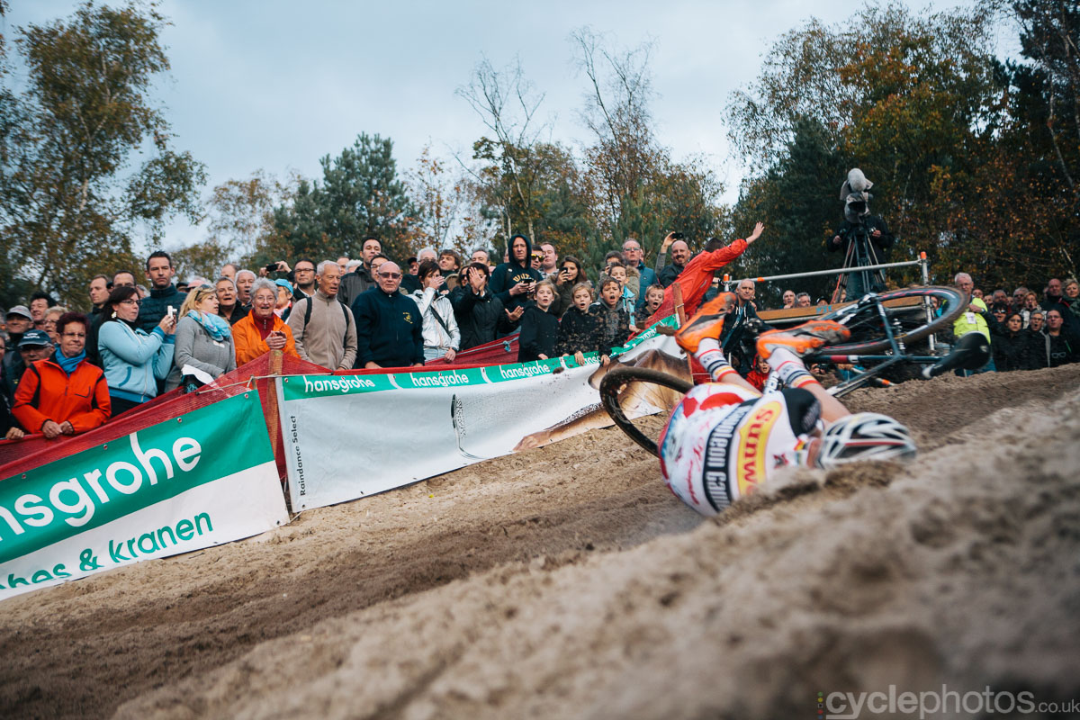 2014-cyclocross-superprestige-zonhoven-klaas-crash-164754
