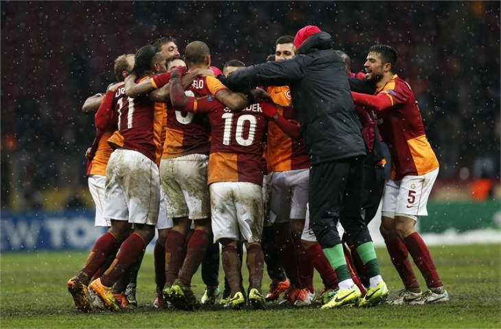 Galatasaray oust Juve with late Sneijder winner