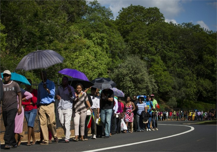 Thousands of South Africans queue to see Mandela lie in state
