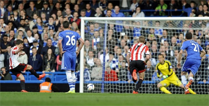 Chelsea's title hopes hit by Sunderland defeat