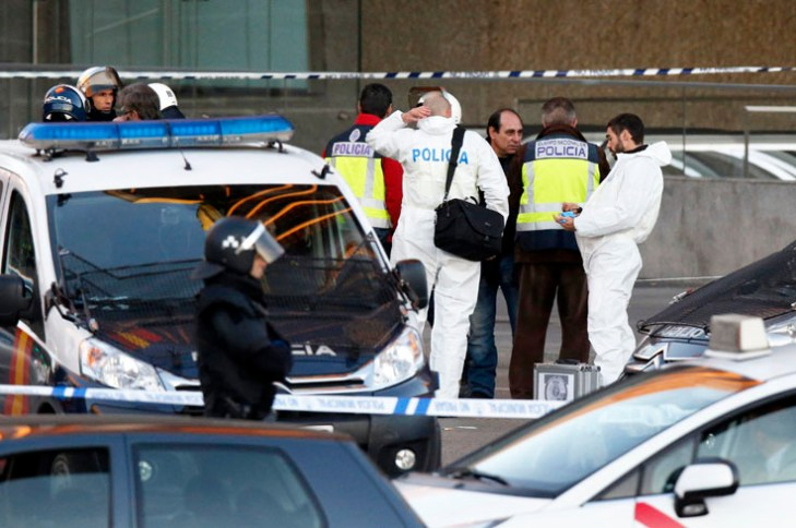 Man rams car into headquarters of Spain's ruling party (Update 1)