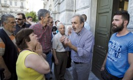 Greece in shock as banks shut after snap referendum call (Update 3)