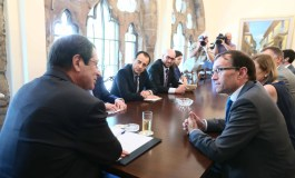 Eide tries to dispel concern over leaders' declaration on property (Update adds comments by Akinci)