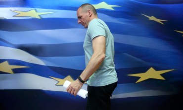 Greek finance minister quits to smooth talks after thunderous 'No' (Update 4)