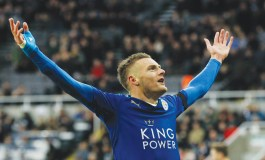 Leicester keep dreaming as United threaten top spot