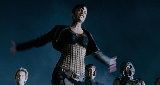 オマイラ・モタが演じるアークライト