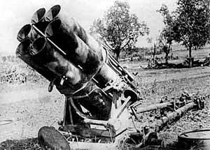Захваченный у немцев на Курской дуге 6-ствольный миномет. 1943 г.
