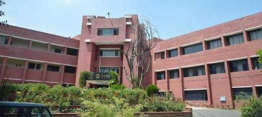 Should India's premier journalism institute bar its own teachers from speaking to the press?