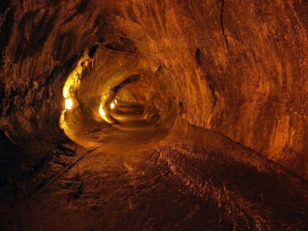 thurston-lava-tube-599415_1280