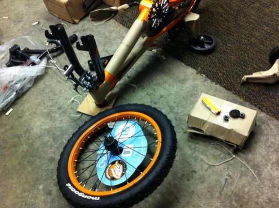 Kids bike front wheel assembly