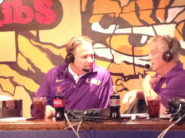Les Miles is at TJ Ribs answering questions about Thanksgiving and the game with Arkansas.
