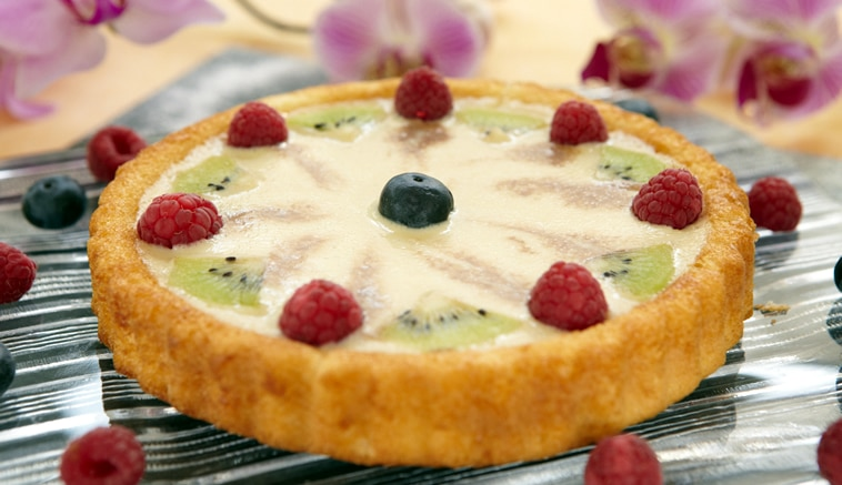 Mixed berries and cream flan
