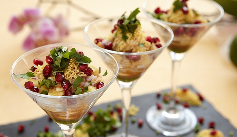 Papdi chaat in martini glass (v)