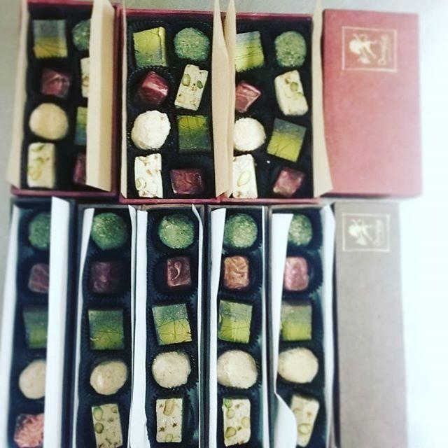 Small and Medium Bonbon Sharing Boxes. #dlcbonbons #chocolatier #chocolateasart #chocolate #visitmanchesternh