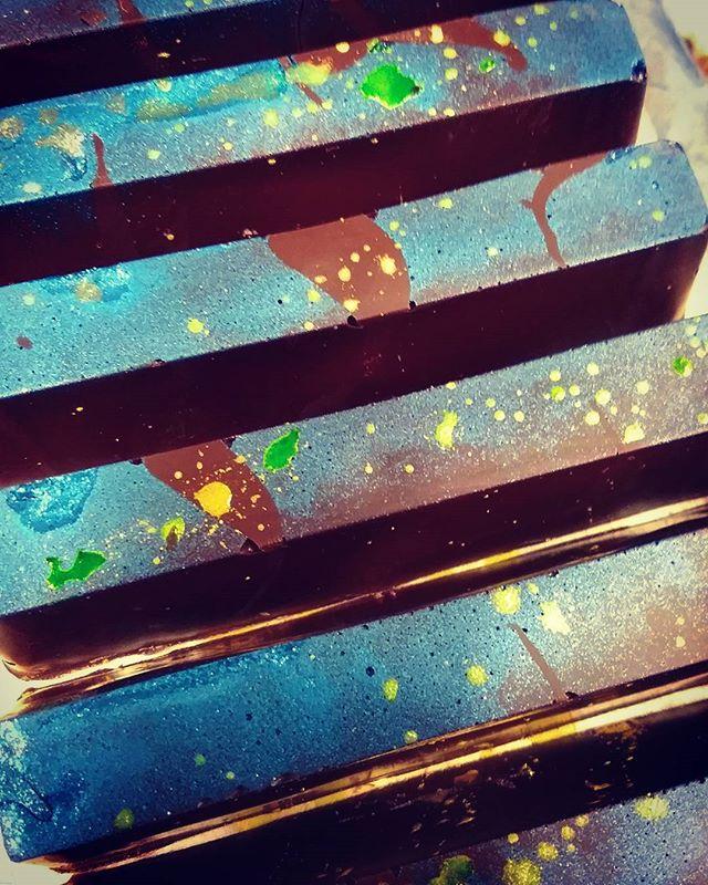 "STARRY NIGHT (Jason's Craft Beer Series) - ganache of Trillium ""Free Rise"" Galaxy Dry Hopped Saigon & Guatemalan Finca Los Ujuxtes white layered on butter caramel and cast in our new 2017 Liona Hispaniola 70% dark chocolate. #dlcbonbons #chocolatier #chocolateasart #chocolate #visitmanchesternh #dantachocolate #Guatemala #caramel #tastefruition #craftbeer #jasonsbeerseries #trilliumbeer #trilliumbrewing"