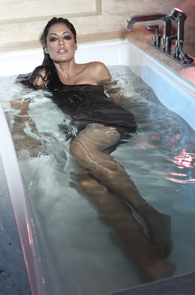 chitrangada-singh-bathroom-photoshoot_021
