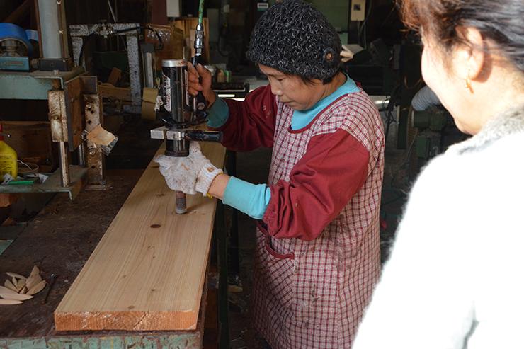鎌倉の一時預かり保育たまっこルーム床板仕上げ