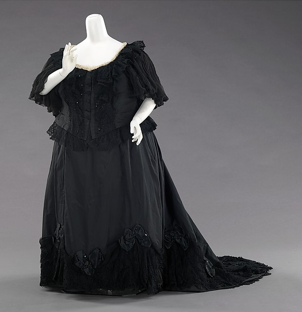 Mourning-Gown-1-Queen-Victoria-Met-Museum-2014