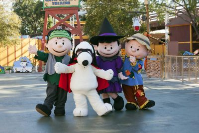 peanuts-gang-halloween-cotumes-knotts-spooky-farm