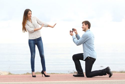 サプライズで箱から指輪を出す「箱パカ」プロポーズ…ぶっちゃけされたらどう思う?男女に聞いてみたら驚きの結果に…!