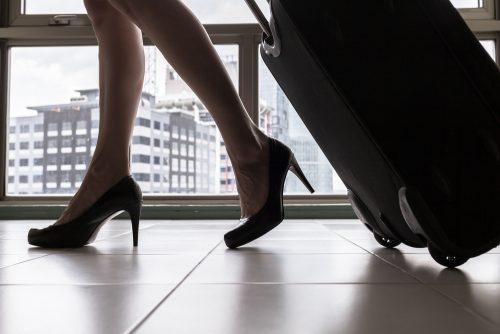 出来る女性は〇cm以上のヒールを履くってホント? 年収とヒールの高さは比例するってマジ