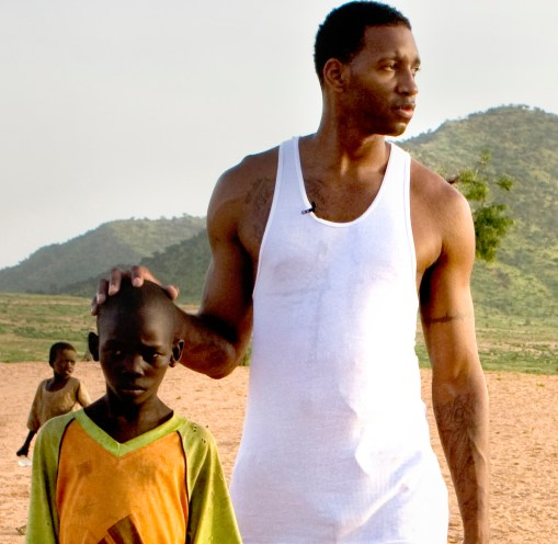 Tracy McGrady with young boy during his visit to Darfuri refugee camp in eastern Chad. Photo:  Josh Rothstein