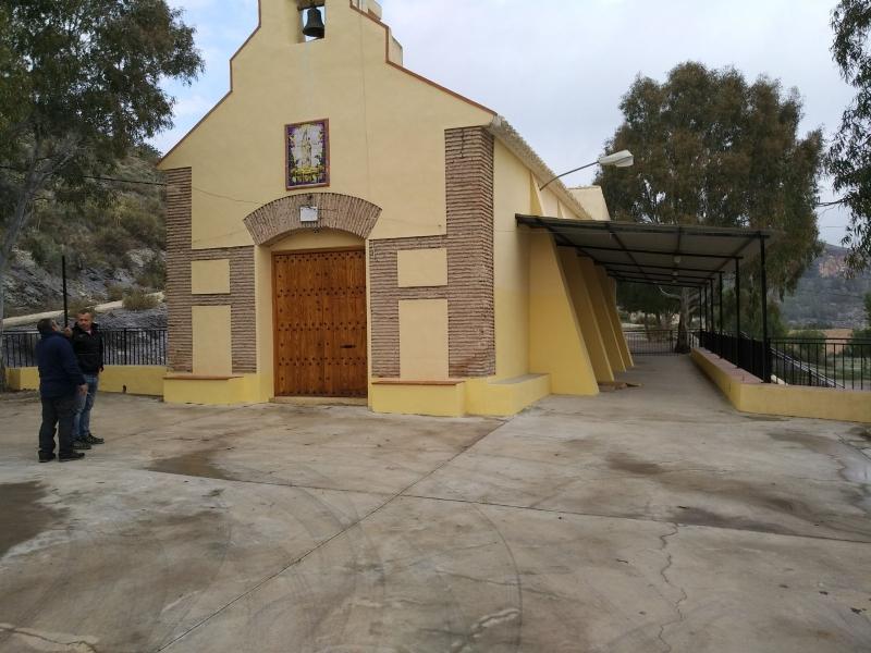 La Concejalía de Obras y Servicios ejecuta obras de mejora en el Local Social de La Huerta mediante el enlosado del patio y el arreglo de la techumbre, así como trabajos de pintura