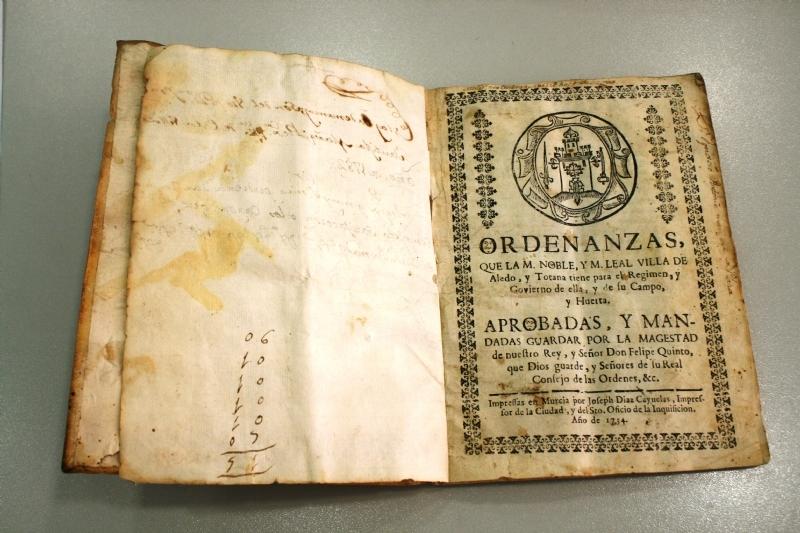 El Pleno acuerda aceptar la donación del documento impreso en 1734 de las Ordenanzas del Buen Gobierno del Concejo de Totana, efectuado por los herederos de José María Munuera y Abadía