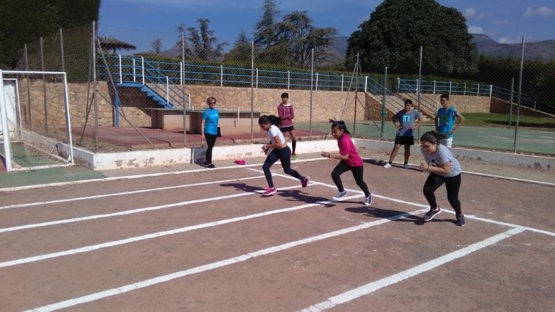 La Concejalía de Deportes organizó la Fase Local de Atletismo de Deporte Escolar, que contó con la participación de 60 escolares pertenecientes a las categorías alevín, cadete y juvenil