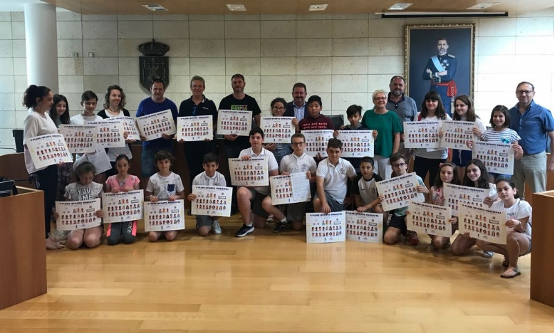 """VÍDEO. Alumnos y cargos públicos clausuran la actividad del II Pleno Infantil """"¿Qué hacer en Totana"""" en el que han participado durante este curso los centros de enseñanza de Totana"""