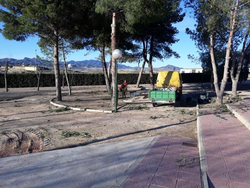 La Concejalía de Parques y Jardines reforma de forma integral el parque de Los Cantareros, junto al recinto ferial y la ermita