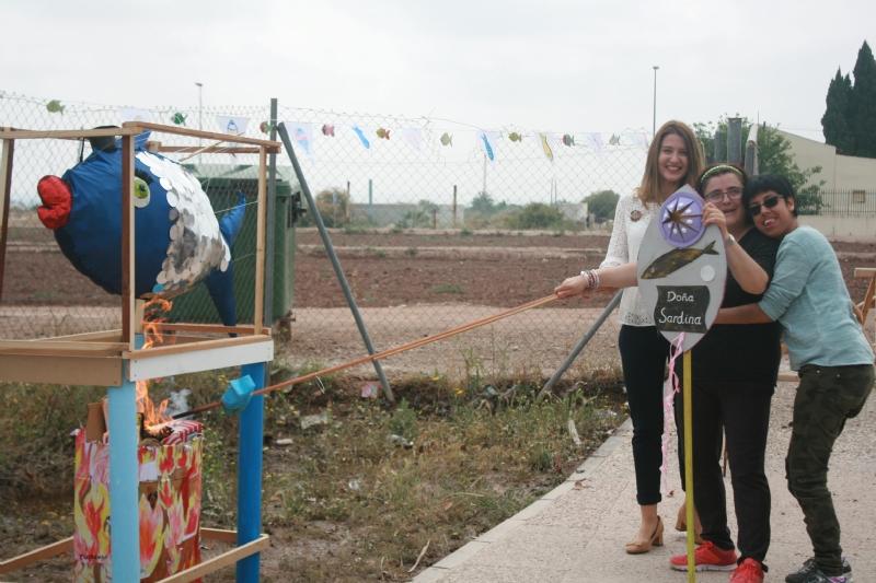 """Los usuarios del Centro de Personas con Discapacidad Intelectual """"José Moyá Trilla"""" vuelven a celebrar, por séptimo año, su particular fiesta del """"Entierro de la Sardina"""""""