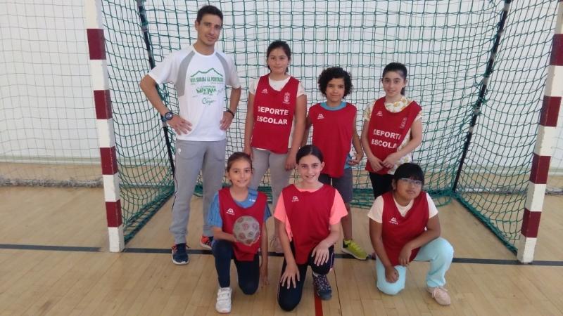 """El próximo viernes 18 de mayo finaliza la Fase Local de Balonmano de Deporte Escolar, organizada por la Concejalía de Deportes, con las finales y entrega de trofeos en el Pabellón de Deportes """"Manolo Ibáñez"""""""