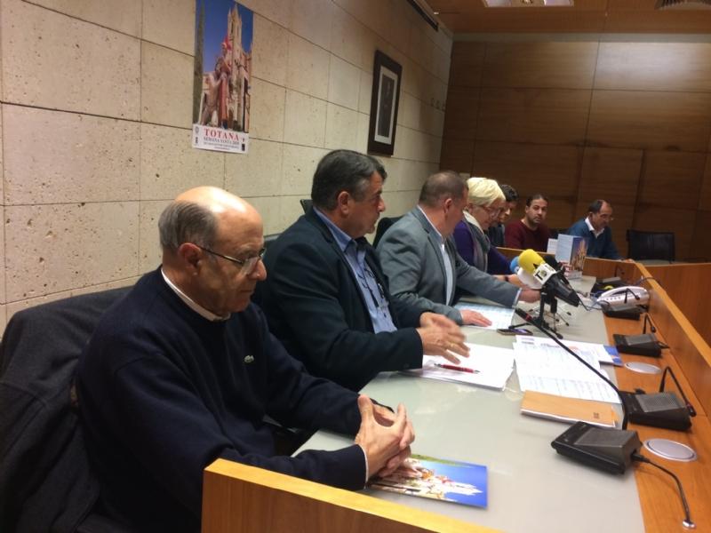 Vídeo. Se presenta el tríptico informativo, editado por el Ayuntamiento, con el programa de las actividades de la Cuaresma y Semana Santa, que se celebra del 14 de febrero al 1 de abril