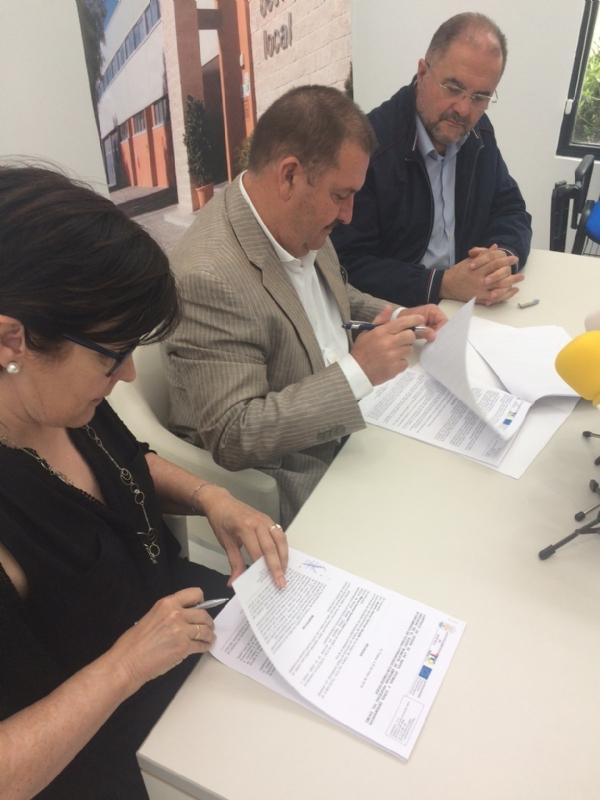 Se suscribe un nuevo contrato de cesión de uso de espacios en el Vivero de Empresas a una emprendedora destinada a la prestación de servicios de artes gráficas y comunicación en general