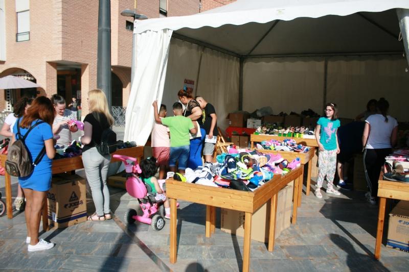 VÍDEO. Inaugurada la Feria de la Primavera del Comercio que se celebra en la plaza de la Balsa Vieja hasta este domingo con siete expositores